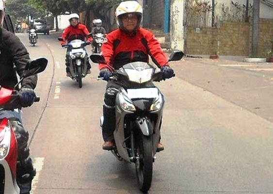 Test Ride Supra X 125 Helm In